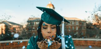 Can you get financial aid for online college?